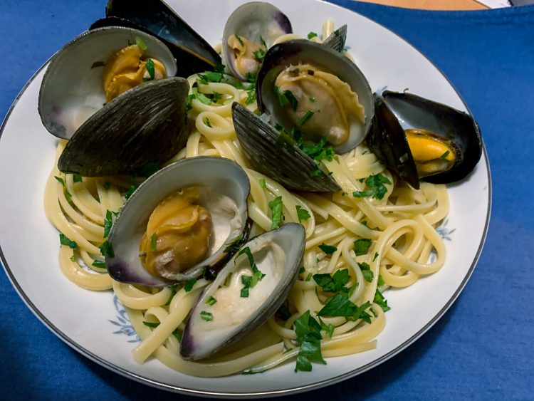 Linguine Mussels and Clams Featured